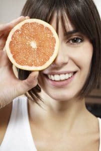 women-holding-up-grapefruit